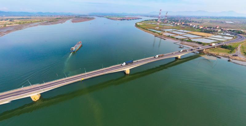 Cầu Sông Gianh - Ảnh Sưu tầm