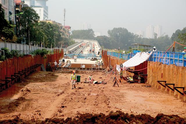 """Nhiều dự án đầu tư công rơi vào tình cảnh """"lụt"""" tiến độ."""