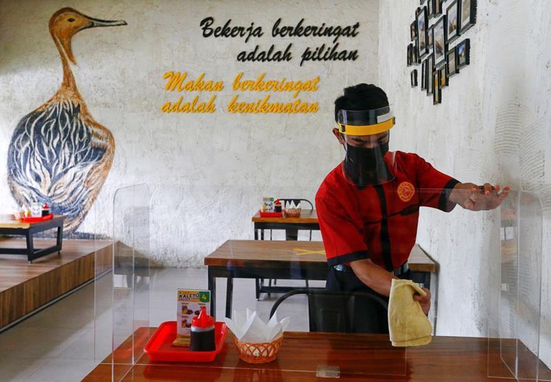 Một nhà hàng tại thủ đô Jakarta, Indonesia - Ảnh: Reuters