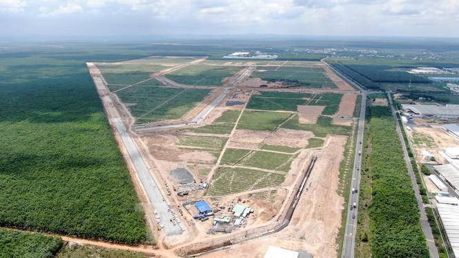 Khu tái định cư Lộc An- Bình Sơn dự kiến sẽ bàn giao đất cho các hộ dân di dời đầu tiên để xây dựng nhà ở vào tháng 8/2020, nhưng nay phải dời tới cuối năm 2021- đầu năm 2022.