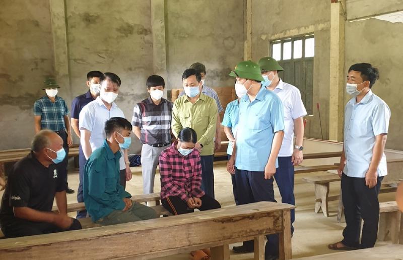 Ông Trần Quang Hoài thăm hỏi các gia đình gặp nạn do thiên tai tại Tuyên Quang.