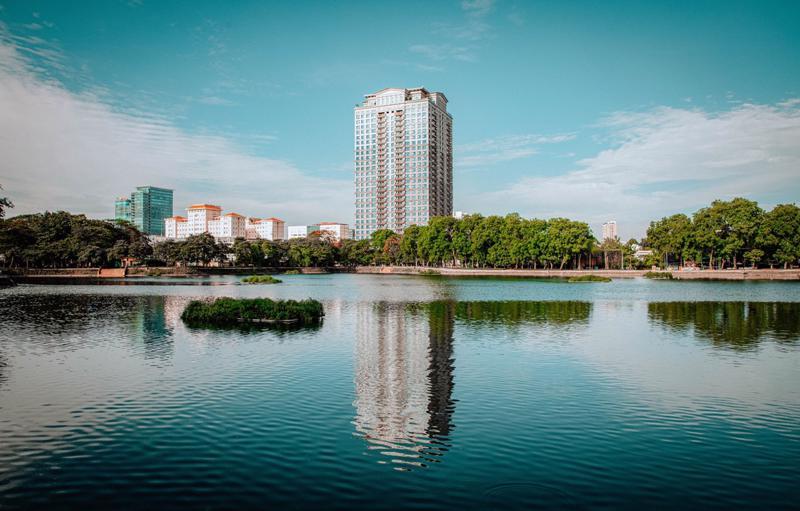 D'. Palais Louis ôm trọn tầm nhìn công viên Nghĩa Đô rộng 47.000 m2.