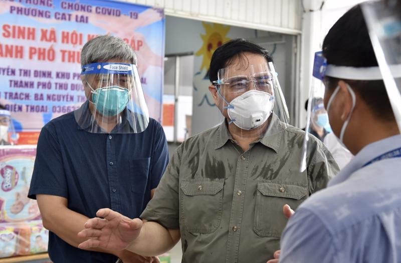 Thủ tướng Phạm Minh Chính cùng đoàn công tác kiểm tra việc phòng, chống dịch Covid- 19 tại TP.HCM (Ảnh VGP)