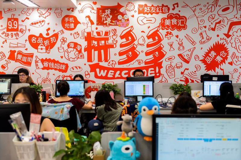 Bên trong một văn phòng của Pinduoduo ở Thượng Hải - Ảnh: Reuters.