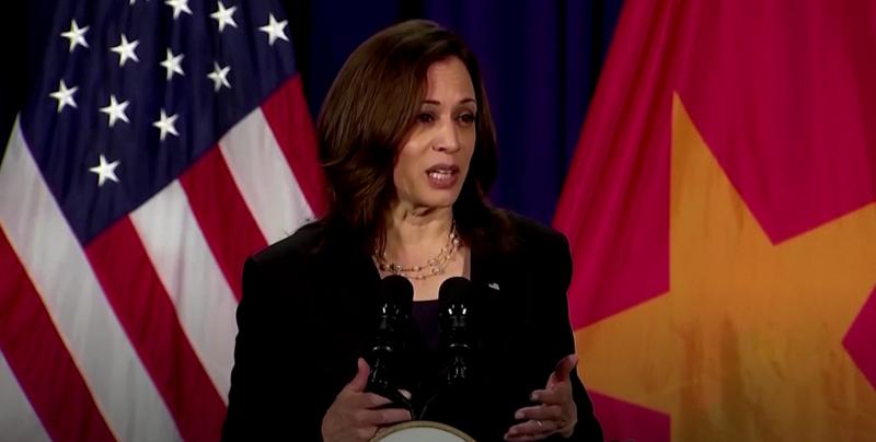 Phó Tổng thống Mỹ Kamala Harris phát biểu tại sự kiện gặp gỡ báo chí trước khi rời Việt Nam.