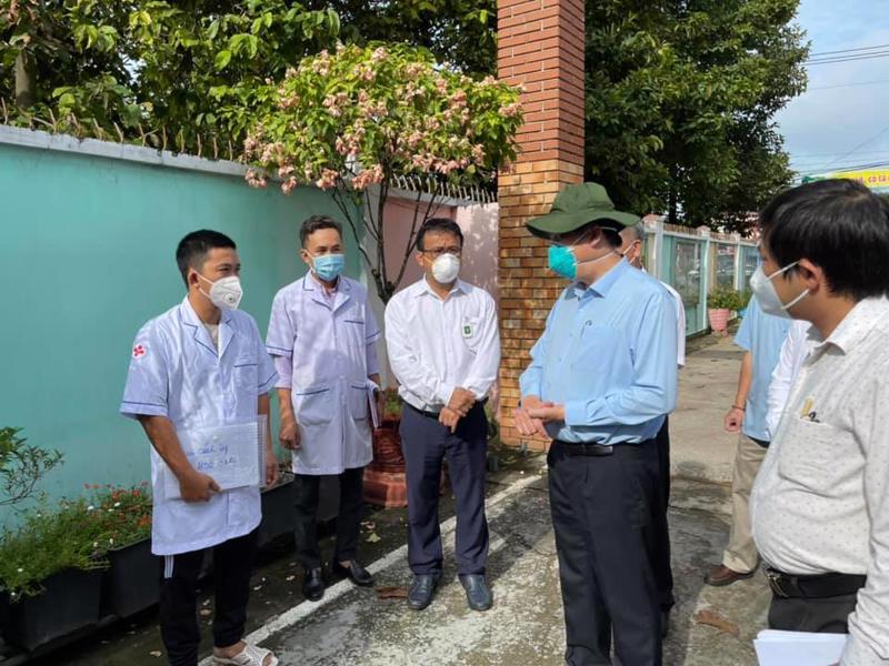 Bộ trưởng Bộ Y tế Nguyễn Thanh Long đi kiểm tra thực tế công tác thu dung, điều trị bệnh nhân Covid-19 tại Bình Dương.