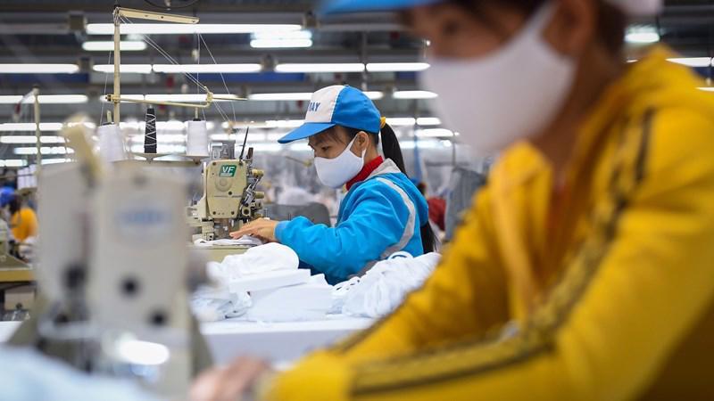 Covid-19 đã và đang gây tác động nặng nề lên nền sản xuất và tiêu dùng, khiến nhiều doanh nghiệp gặp vô vàn khó khăn.
