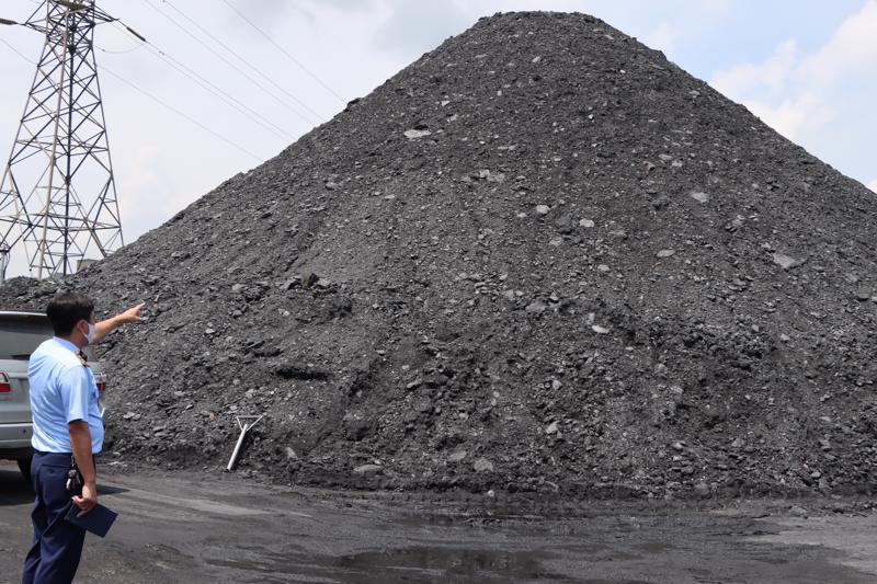 Các bãi than có dấu hiệu vi phạm trên địa bàn thị xã Kinh Môn, Hải Dương.