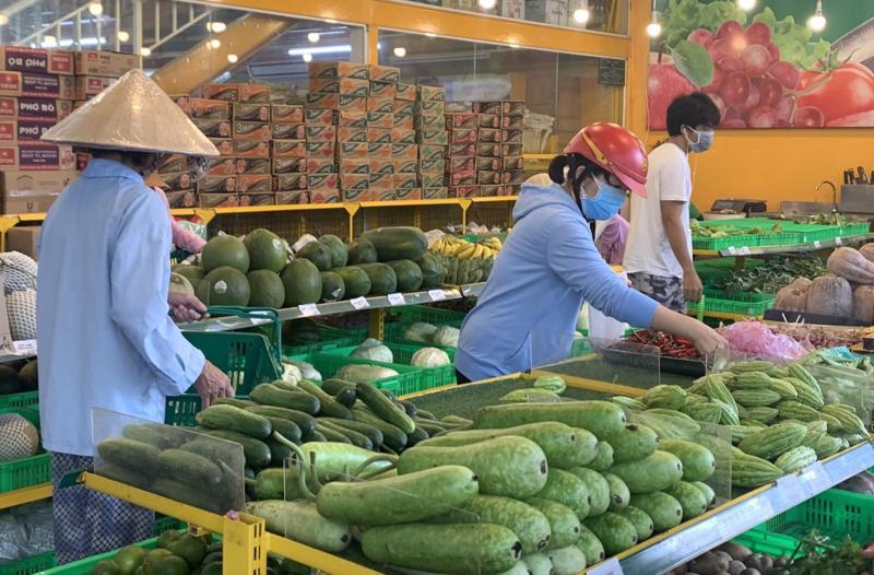 Nguồn cung hàng hóa tại các tỉnh khá dồi dào nhưng khâu phân phối của vẫn gặp ách tắc.