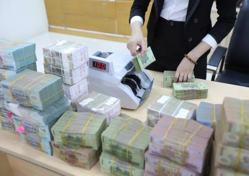 Các ngân hàng cơ cấu, giãn hoãn nợ cho khách hàng để tiếp tục đẩy khoản vay mới ra nền kinh tế