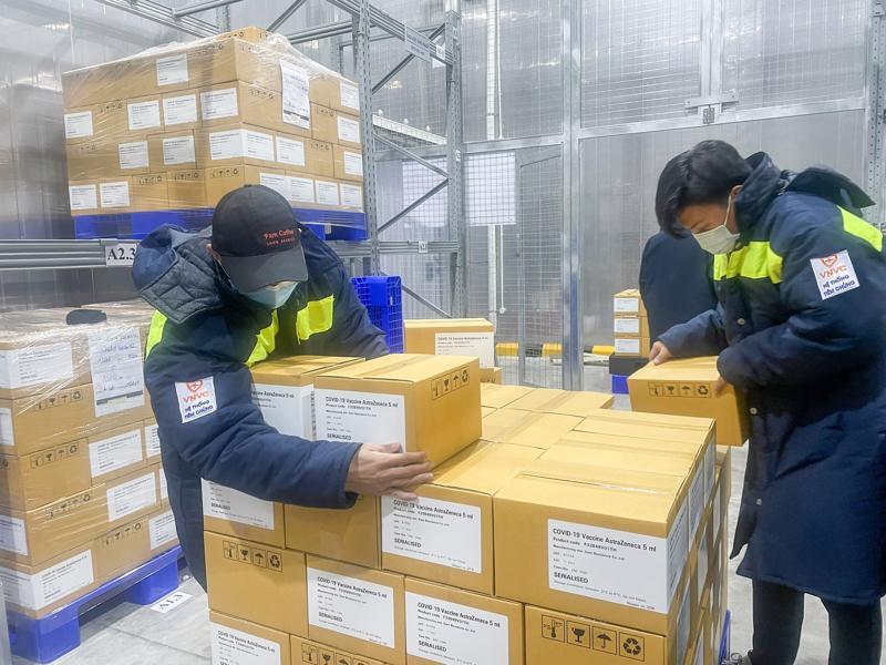 AstraZeneca đã chuyển thêm 3 lô vaccine phòng Covid-19 về Việt Nam với tổng số 2.016.460 liều.