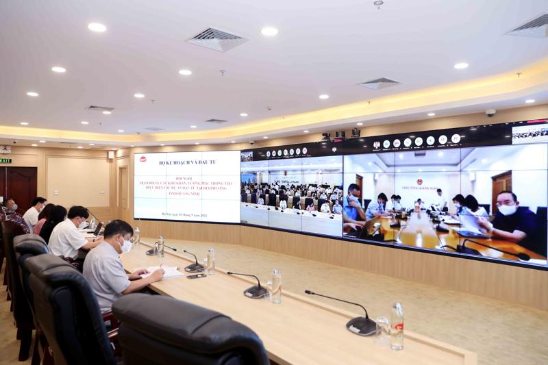 Hội nghị trao đổi về các khó khăn, vướng mắc trong việc thực hiện dự án đầu tư tại địa phương giữa Bộ Kế hoạch và Đầu tư với tỉnh Quảng Ninh theo hình thức trực tuyến.