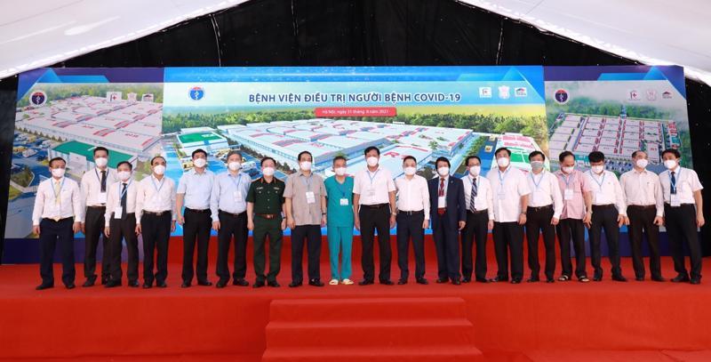 Techcombank tài trợ 100 tỷ đồng xây dựng và cung ứng trang thiết bị y tế hiện đại cho bệnh viện dã chiến điều trị người bệnh Covid-19 tại Hoàng Mai, Hà Nội.