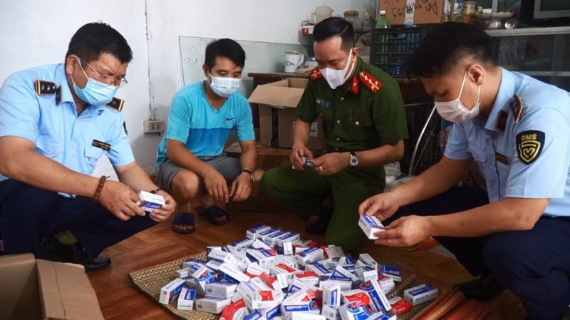 Cục quản lý thị trường Hà Nội phát hiện hàng trăm hộp thuốc điều trị Covid -19 không rõ nguồn gốc xuất xứ.