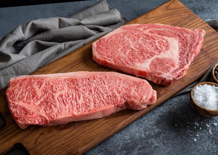 Lớp vân cẩm thạch (còn gọi là sashi trong tiếng Nhật) là đặc trưng tạo nên sự khác biệt của thịt bò Wagyu - Ảnh: iStock
