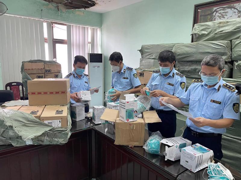 Kiểm tra đột xuất cơ sở kinh doanh tại số 43 Đường 3, Phủ Lỗ, Sóc Sơn, Hà Nội.