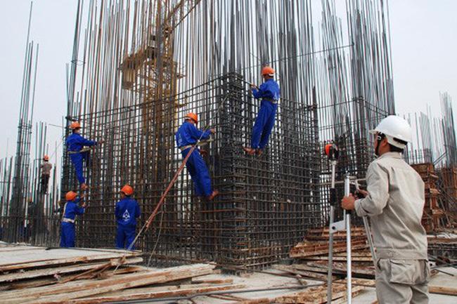 Việc duy trì hoạt động xây dựng tại các dự án công trình gặp khó trong điều kiện một số tỉnh, thành phố thực hiện dãn cách xã hội.