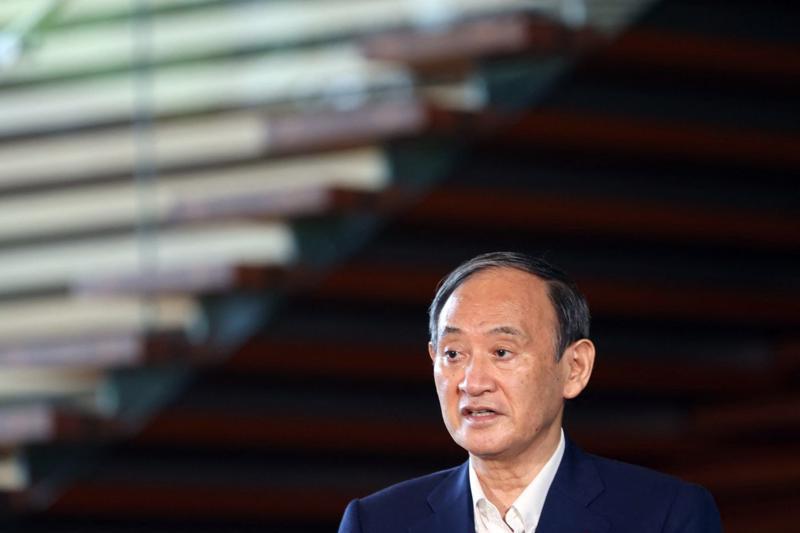 Thủ tướng Nhật Bản Yoshihide Suga phát biểu trước báo giới ở Tokyo ngày 3/9 - Ảnh: Getty/Bloomberg.