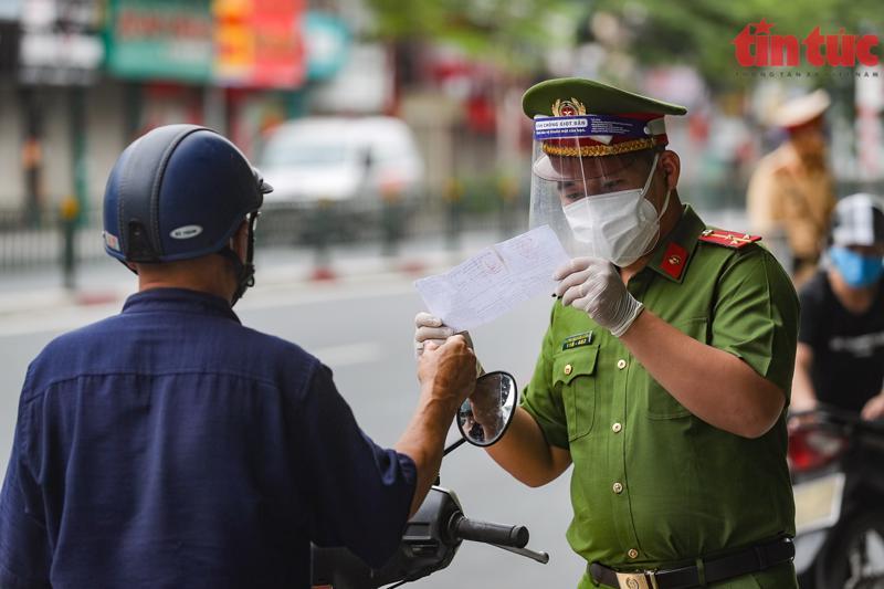 Hà Nội dự kiến chỉ có 6 nhóm đối tượng được cấp giấy đi đường