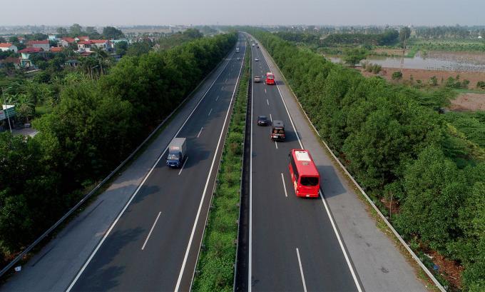 Bộ Giao thông vận tải đang lấy ý kiến các Bộ về việc thu phí trên 8 dự án thành phần Bắc- Nam được đầu tư bằng vốn ngân sách.