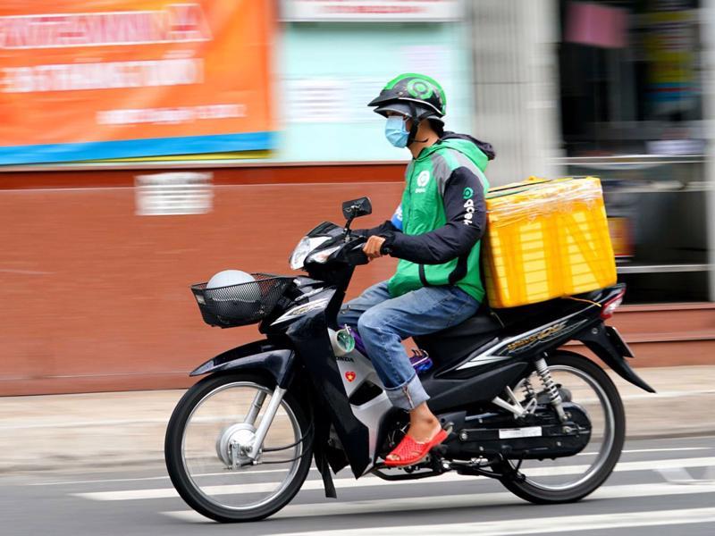 """Hà Nội: """"shipper""""được hoạt động từ 9 - 20 giờ hàng ngày."""