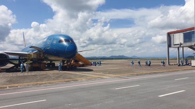 Chuyến bay chở công dân Việt Nam từ Nhật Bản đã hạ cánh an toàn tại Cảng hàng không Quốc tế Vân Đồn.