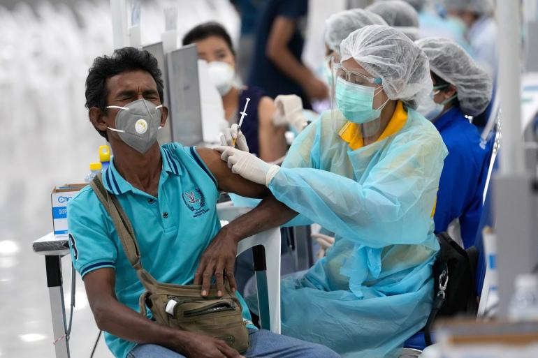 Thái Lan đang đẩy mạnh chiến dịch tiêm chủng ngừa Covid-19 - Ảnh: Reuters.