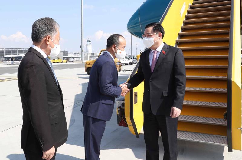 Chủ tịch Quốc hội Vương Đình Huệ tới Áo, bắt đầu tham dự Hội nghị các Chủ tịch Quốc hội thế giới - Ảnh: VGP.