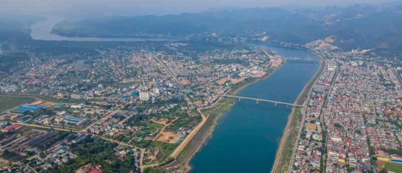 Cầu Hòa Bình 2 bắc qua sông Đà tại TP. Hoà Bình, tỉnh Hoà Bình.