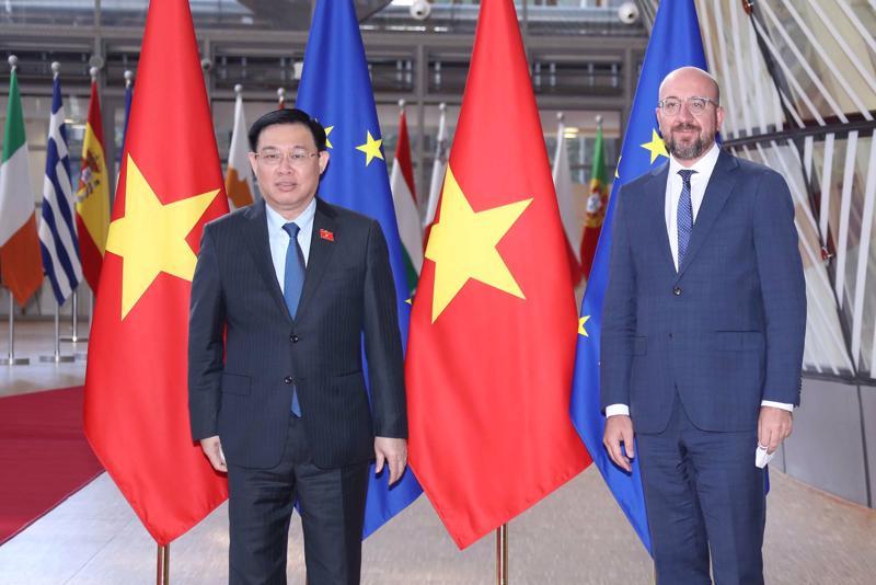 Chủ tịch Quốc hội Vương Đình Huệ và ông Charles Mitchen, Chủ tịch Hội đồng Châu Âu. Ảnh: Quochoi.vn/Doãn Tấn.