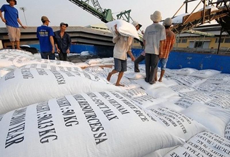 Xuất khẩu gạo gặp khó do dịch Covid-19.