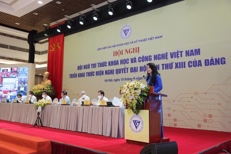Thạc sỹ, Luật sư Nguyễn Hồng Hạnh, Phó Chủ tịch kiêm Phó Tổng giám đốc Tập đoàn GFS, Viện phó Viện Công nghệ GFS trình bày tham luận trong Hội nghị.