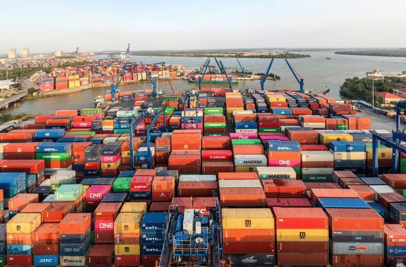 Cảng Cát Lái, TP. Hồ Chí Minh quá tải hàng tồn kho nhưng nguồn nhân lực thiếu hụt 50% cuối tháng 7 vừa qua.