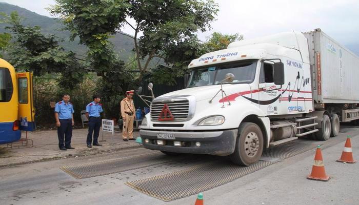 Bộ Giao thông vận tải kiến nghị tăng mức xử phạt thật nặng đối với xe chở quá tải.