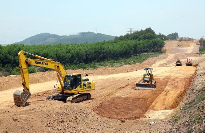Rà soát tổng thể tiến độ tuyến cao tốc Bắc - Nam phía Đông, để có giải pháp tăng cường bù tiến độ công việc đã chậm.