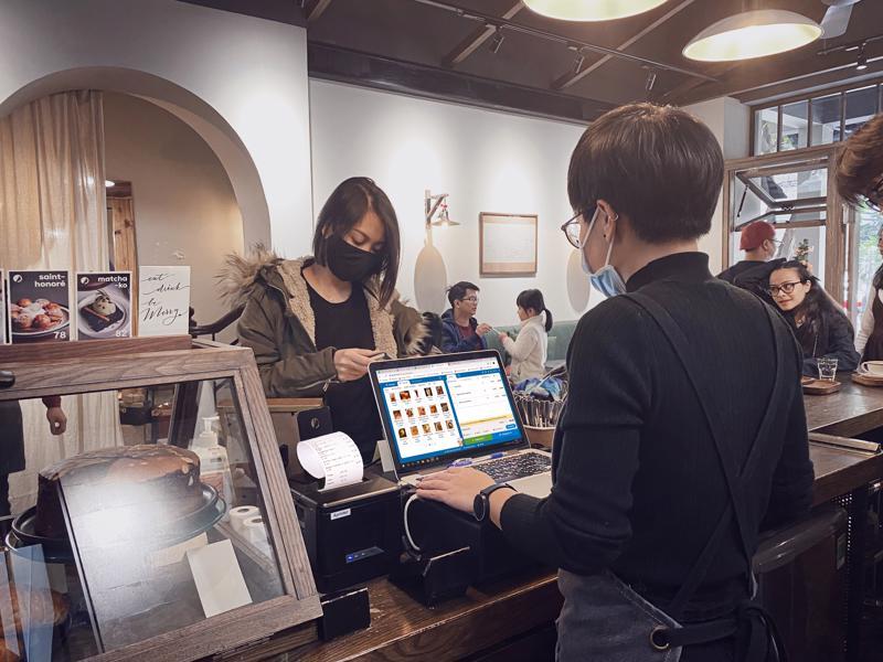 KiotViet – một start-up cung cấp giải pháp phần mềm trọn bộ cho doanh nghiệp siêu nhỏ, nhỏ và vừa mới đây công bố huy động vốn thành công lên tới 45 triệu USD.