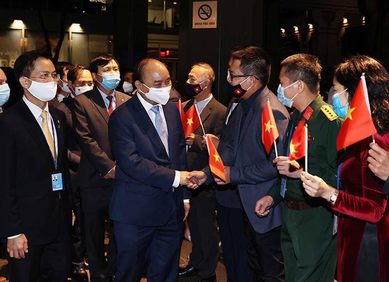 Cán bộ Đại sứ quán Việt Nam tại Mỹ và Phái đoàn thường trực Việt Nam tại Liên hợp quốc đón Chủ tịch nước Nguyễn Xuân Phúc - Ảnh: TTXVN