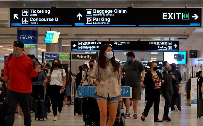 Thông báo nới lỏng hạn chế nhập cảnh của Mỹ giúp giá cổ phiếu của các hãng hàng không tăng vọt - Ảnh: Getty Images