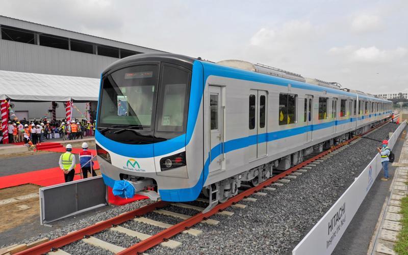 Kết nối metro, bài toán khó phải tính toán từ bây giờ. Trong ảnh: Một trong số các đoàn tàu của tuyến metro số 1 Bến Thành - Suối Tiên đã về đến TP.HCM