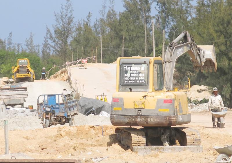 Dự án đường nhánh nối đại lộ Võ Chí Công và đường thanh niên ven biển tại Quảng Nam đang được đẩy nhanh tiến độ thi công.
