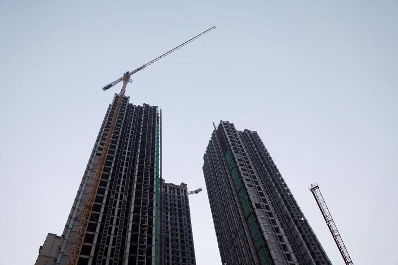 Một dự án còn dang dở của Evergrande ở Lạc Dương, Trung Quốc hôm 15/9 - Ảnh: Reuters.