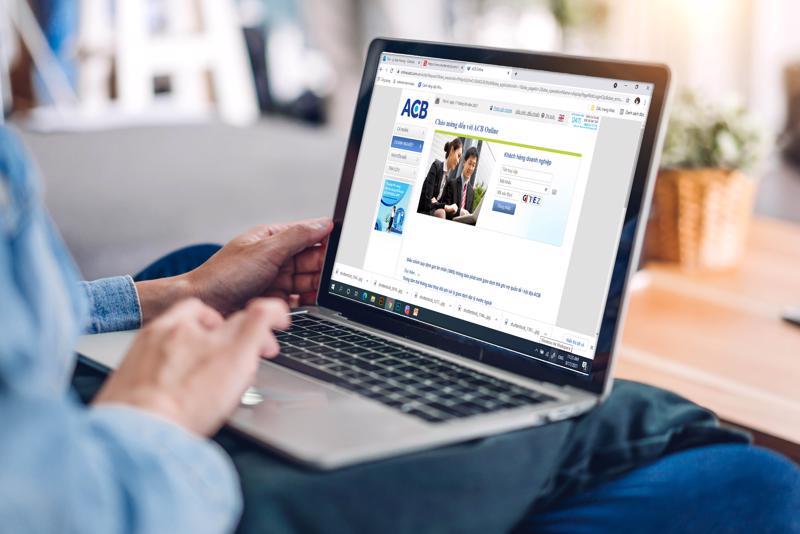"""Doanh nghiệp từ nay có thể tiếp cận nguồn vốn nhanh 24/7 qua tính năng """"Giải ngân Online"""" của ACB."""
