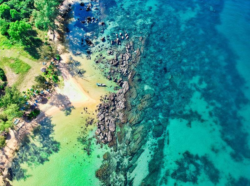 Bãi Ông Lang ở Phú Quốc được mệnh danh là Maldives - Nơi thu hút hàng triệu lượt khách du lịch mỗi năm.