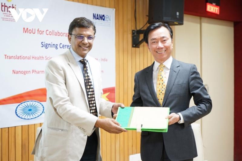 Đại sứ Việt Nam tại Ấn Độ Phạm Sanh Châu chứng kiến lễ ký MOU giữa Nanogen và THSTI