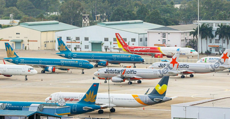 """Hoạt động của ngành hàng không và du lịch tiếp tục bị """"đóng băng""""."""