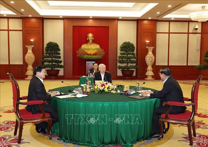 Tổng Bí thư Nguyễn Phú Trọng, Tổng Bí thư Lào Thongloun Sisoulith và Chủ tịch nước Campuchia Hun Sen tại cuộc gặp - Ảnh: TTXVN