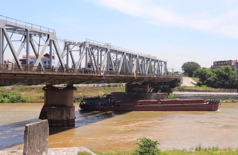 Cầu Đuống hiện tại có tĩnh không thấp, khoang thông thuyền hẹp gây khó khăn cho hoạt động vận tải thủy.
