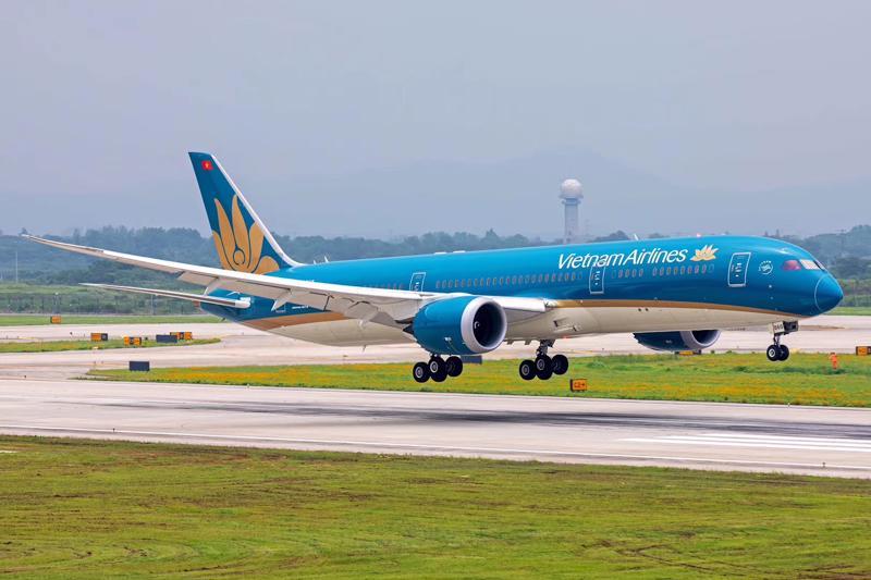 Vietnam Airlines vừa phát hành thành công 800 triệu cổ phiếu cho hơn 27.000 cổ đông, thu về gần 8.000 tỷ đồng.