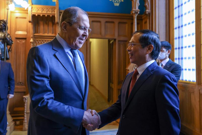 Bộ trưởng Ngoại giao Bùi Thanh Sơn và Bộ trưởng Ngoại giao Nga Sergei Lavrov - Ảnh: Bộ Ngoại giao