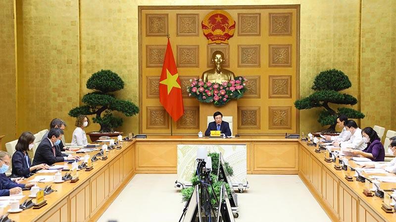 Phó Thủ tướng Thường trực Chính phủ Phạm Bình Minh chủ trì cuộc họp với nhóm 6 ngân hàng phát triển về thúc đẩy giải ngân vốn ODA.